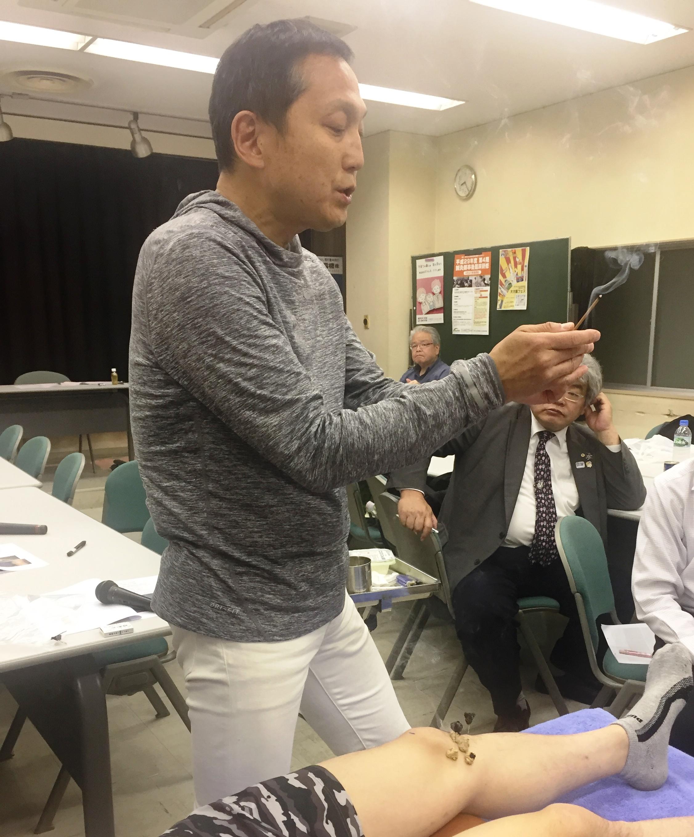 臨床のコツ:『変形性膝関節症へCS‐30テスト法を用いた運動指導と灸頭鍼治療』三浦 洋